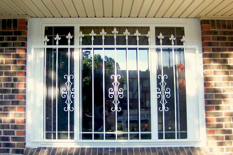 پنجره دوجداره حفاظ دار